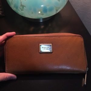 Michael Kors tan wallet 💕